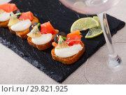 Купить «Toasted bread with creamy sauce, salmon and olives», фото № 29821925, снято 22 марта 2019 г. (c) Яков Филимонов / Фотобанк Лори