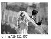 Купить «Москва, Красная площадь, свадьба», фото № 29822157, снято 24 апреля 2019 г. (c) Борис Кавашкин / Фотобанк Лори