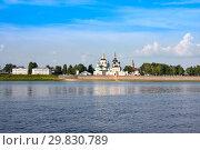 Купить «Famous churches in summer. View of historical centre of Veliky Ustyug from Sukhona river», фото № 29830789, снято 2 августа 2018 г. (c) Papoyan Irina / Фотобанк Лори