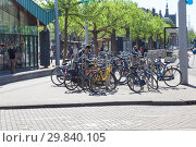 Купить «Амстердам. Городской пейзаж. Велосипеды», фото № 29840105, снято 1 мая 2011 г. (c) Parmenov Pavel / Фотобанк Лори