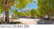 Купить «Batalha Monastery, Largo Infante Dom Henrique», фото № 29841289, снято 24 июня 2019 г. (c) age Fotostock / Фотобанк Лори
