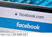 Купить «Facebook. Фрагмент сайта на экране смартфона (крупный план)», фото № 29849021, снято 1 февраля 2019 г. (c) Екатерина Овсянникова / Фотобанк Лори