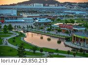 Sochi, Russia - May 31. 201 The territory of Sochi hotel park at sunset (2018 год). Редакционное фото, фотограф Володина Ольга / Фотобанк Лори