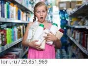 Купить «Glad girl holding shampoo and shower gel», фото № 29851969, снято 5 августа 2017 г. (c) Яков Филимонов / Фотобанк Лори