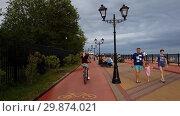 Купить «Sochi, Russia - June 5. 2018. Movement along the embankment on bike path to Adler», видеоролик № 29874021, снято 4 февраля 2019 г. (c) Володина Ольга / Фотобанк Лори