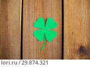 Купить «green paper shamrock on wooden background», фото № 29874321, снято 31 января 2018 г. (c) Syda Productions / Фотобанк Лори
