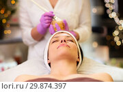 beautician applying facial mask to woman at spa. Стоковое фото, фотограф Syda Productions / Фотобанк Лори