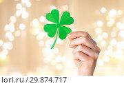 Купить «hand holding green paper four-leaf clover», фото № 29874717, снято 31 января 2018 г. (c) Syda Productions / Фотобанк Лори