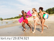 Купить «friends run with beach ball and swimming mattress», фото № 29874921, снято 29 июля 2018 г. (c) Syda Productions / Фотобанк Лори