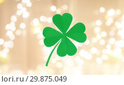 Купить «green paper four-leaf clover over festive lights», фото № 29875049, снято 31 января 2018 г. (c) Syda Productions / Фотобанк Лори
