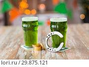 Купить «glasses of green beer, horseshoe and gold coins», фото № 29875121, снято 31 января 2018 г. (c) Syda Productions / Фотобанк Лори