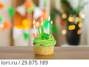 Купить «green cupcake with six burning candles on table», фото № 29875189, снято 31 января 2018 г. (c) Syda Productions / Фотобанк Лори
