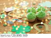 Купить «green cupcakes and st patricks day party props», фото № 29890169, снято 31 января 2018 г. (c) Syda Productions / Фотобанк Лори