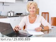 Купить «Woman filling up documents», фото № 29890889, снято 11 июля 2018 г. (c) Яков Филимонов / Фотобанк Лори