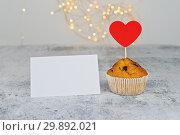 Купить «One tasty cupcake with big red hearts and empty Valentine card», фото № 29892021, снято 5 февраля 2019 г. (c) Kira_Yan / Фотобанк Лори