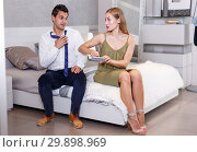Купить «Woman with phone demanding explanations of husband», фото № 29898969, снято 24 сентября 2018 г. (c) Яков Филимонов / Фотобанк Лори