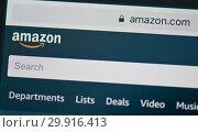 Купить «Фрагмент страницы Amazon.com на экране сотового телефона», фото № 29916413, снято 9 февраля 2019 г. (c) Екатерина Овсянникова / Фотобанк Лори