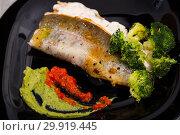 Купить «Fried rainbow trout with broccoli, tartare sauce on black plate», фото № 29919445, снято 23 марта 2019 г. (c) Яков Филимонов / Фотобанк Лори
