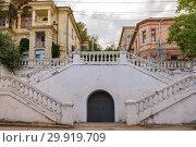 Купить «Architecture of Sevastopol. Old courtyard on a summer day», фото № 29919709, снято 18 июня 2019 г. (c) Mikhail Starodubov / Фотобанк Лори