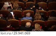 Купить «Theatre hall. People waiting for the performance. Talking to each other», видеоролик № 29941069, снято 22 марта 2019 г. (c) Константин Шишкин / Фотобанк Лори