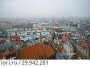 Купить «Туманный ноябрьский день над крышами Риги. Латвия», фото № 29942281, снято 3 ноября 2013 г. (c) Виктор Карасев / Фотобанк Лори