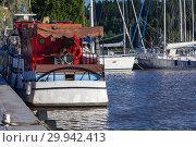 Купить «White pleasure ship moored in marina», фото № 29942413, снято 16 июля 2016 г. (c) EugeneSergeev / Фотобанк Лори