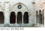 Купить «Romanesque wing of cloister in Monastery of Santa Maria de Vallbona», фото № 29942921, снято 27 января 2019 г. (c) Яков Филимонов / Фотобанк Лори