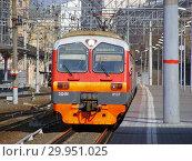 Купить «Пригородный электропоезд ЭД4М-0137. Пассажирские платформы Курского железнодорожного вокзала. Басманный район. Город Москва», эксклюзивное фото № 29951025, снято 28 марта 2015 г. (c) lana1501 / Фотобанк Лори