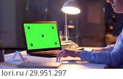 Купить «businesswoman with green screen on laptop at night», видеоролик № 29951297, снято 18 февраля 2019 г. (c) Syda Productions / Фотобанк Лори