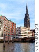 Hamburg view with St Nicholas Church (2018 год). Стоковое фото, фотограф EugeneSergeev / Фотобанк Лори