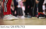Купить «Open dance lesson. A group of people dancing. The legs of the dancers.», видеоролик № 29970713, снято 16 февраля 2019 г. (c) Константин Шишкин / Фотобанк Лори