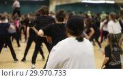 Купить «Open dance lesson. Active group dances», видеоролик № 29970733, снято 16 февраля 2019 г. (c) Константин Шишкин / Фотобанк Лори