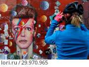 Купить «David Bowie's fans visits the David Bowie Memorial in Brixton, South London to remember the English singer-songwriter on the second anniversary of his...», фото № 29970965, снято 10 января 2018 г. (c) age Fotostock / Фотобанк Лори