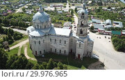 Купить «View of white-stone Orthodox church of Life-Giving Trinity in Gus-Zhelezny, Ryazan region, Russia», видеоролик № 29976965, снято 28 июня 2018 г. (c) Яков Филимонов / Фотобанк Лори