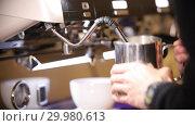 Купить «Barista making coffee. The process of milk churning», видеоролик № 29980613, снято 18 февраля 2019 г. (c) Константин Шишкин / Фотобанк Лори