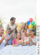 Cheerful extended family clapping for little girls birthday. Стоковое фото, агентство Wavebreak Media / Фотобанк Лори