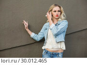 Купить «Seductive casual blonde wearing denim clothes posing outdoors», фото № 30012465, снято 15 мая 2013 г. (c) Wavebreak Media / Фотобанк Лори