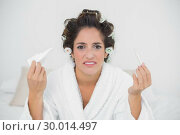 Купить «Desperate natural brunette holding thermometer and tissue», фото № 30014497, снято 21 июня 2013 г. (c) Wavebreak Media / Фотобанк Лори