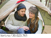 Young couple camping in the wilderness. Стоковое фото, агентство Wavebreak Media / Фотобанк Лори