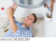 Купить «Technician servicing an hot water heater», фото № 30025281, снято 25 июля 2013 г. (c) Wavebreak Media / Фотобанк Лори