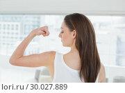 Купить «Fit brown haired woman flexing muscle in fitness studio», фото № 30027889, снято 7 августа 2013 г. (c) Wavebreak Media / Фотобанк Лори
