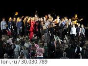 Певица Виктория Макарская и Антон Макарский на сцене с поклонниками (2019 год). Редакционное фото, фотограф Дмитрий Неумоин / Фотобанк Лори