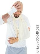 Купить «Man with head tied up in bandage and broken hand», фото № 30049085, снято 16 октября 2013 г. (c) Wavebreak Media / Фотобанк Лори