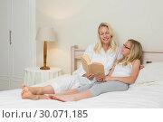 Купить «Mother and daughter with story book in bed», фото № 30071185, снято 18 декабря 2013 г. (c) Wavebreak Media / Фотобанк Лори