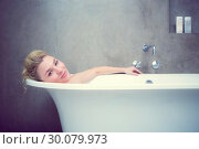 Купить «Serene blonde lying in the bath smiling at camera», фото № 30079973, снято 24 января 2014 г. (c) Wavebreak Media / Фотобанк Лори