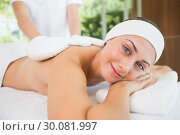 Купить «Beauty therapist rubbing smiling womans back with heated mitts», фото № 30081997, снято 9 апреля 2014 г. (c) Wavebreak Media / Фотобанк Лори