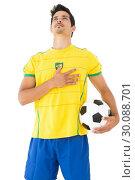 Brazilian football player listening to anthem. Стоковое фото, агентство Wavebreak Media / Фотобанк Лори