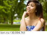 Beautiful woman with hand on chin in park. Стоковое фото, агентство Wavebreak Media / Фотобанк Лори
