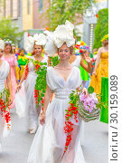 "Купить «Russia Samara August 2018: A group of girls in white dresses adorned with flowers at the ""Festival of Flowers"" procession», фото № 30159089, снято 25 августа 2018 г. (c) Акиньшин Владимир / Фотобанк Лори"