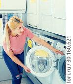 Купить «female customer selecting new washer», фото № 30160621, снято 1 марта 2018 г. (c) Яков Филимонов / Фотобанк Лори